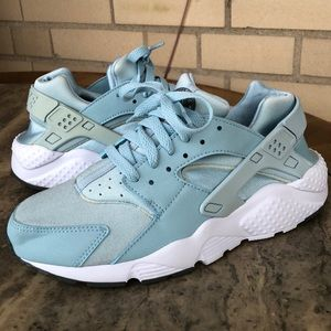Blue Nike Huarache Like new worn once 6Y